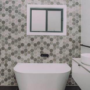 Nelligen Tree House free standing bathtub