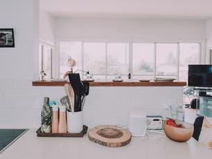 broulee-beach-shack-renovated-kitchen-en