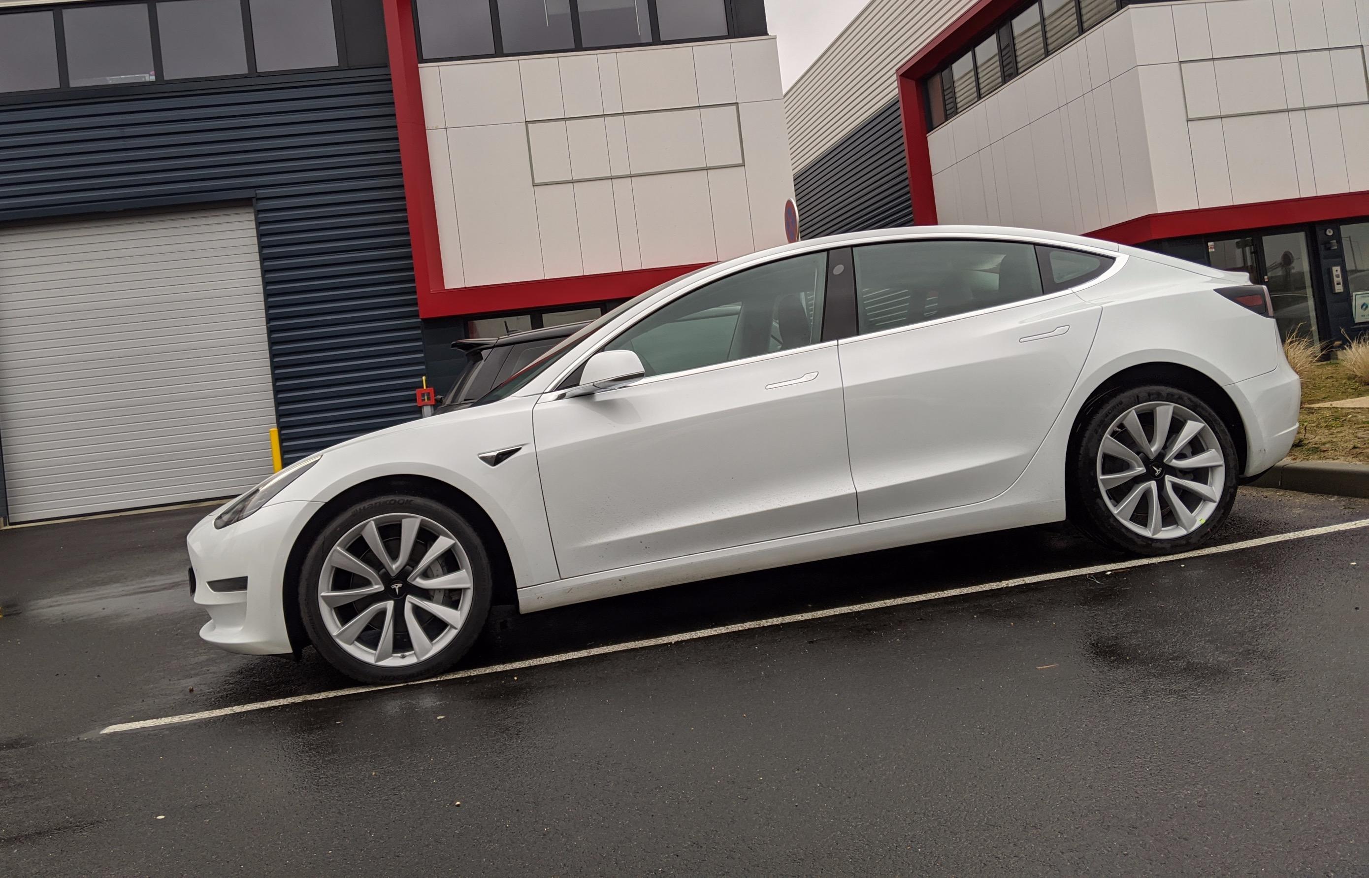 Tesla Model 3 Blanche Grande Autonomie