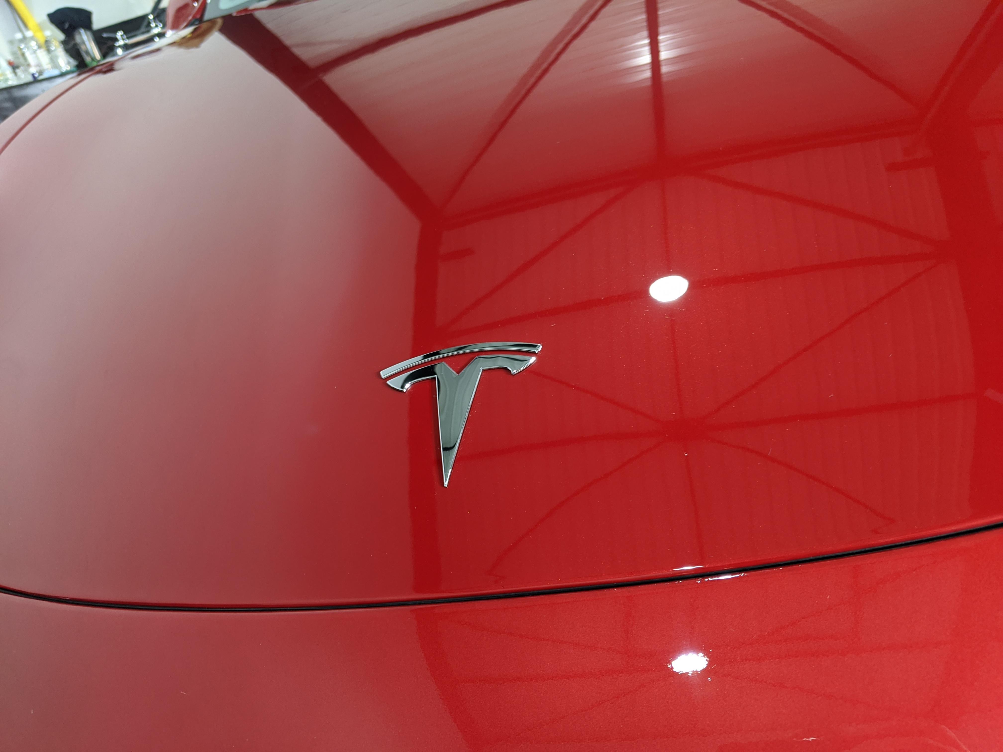 Capot Tesla Model 3