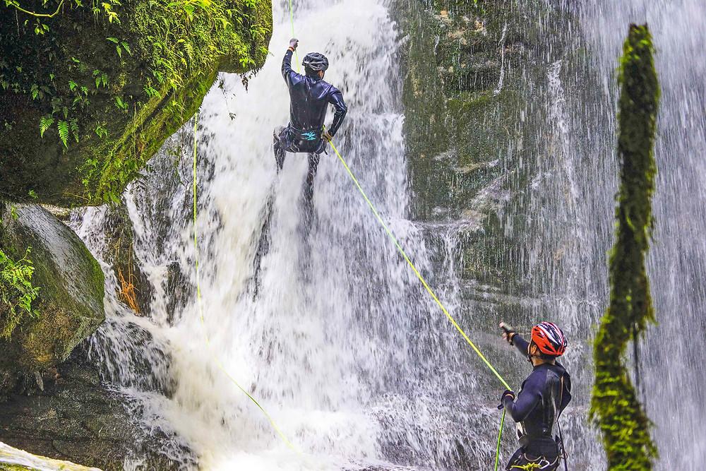Escalada en el bosque de las cataratas, Yumbilla, Peru