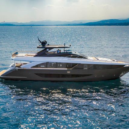 Amer Yachts F100 - Italian Luxury