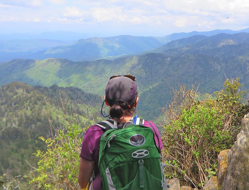3 Hiker + vista.jpg