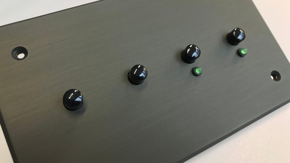 Switch poussoir noir brillant et LED