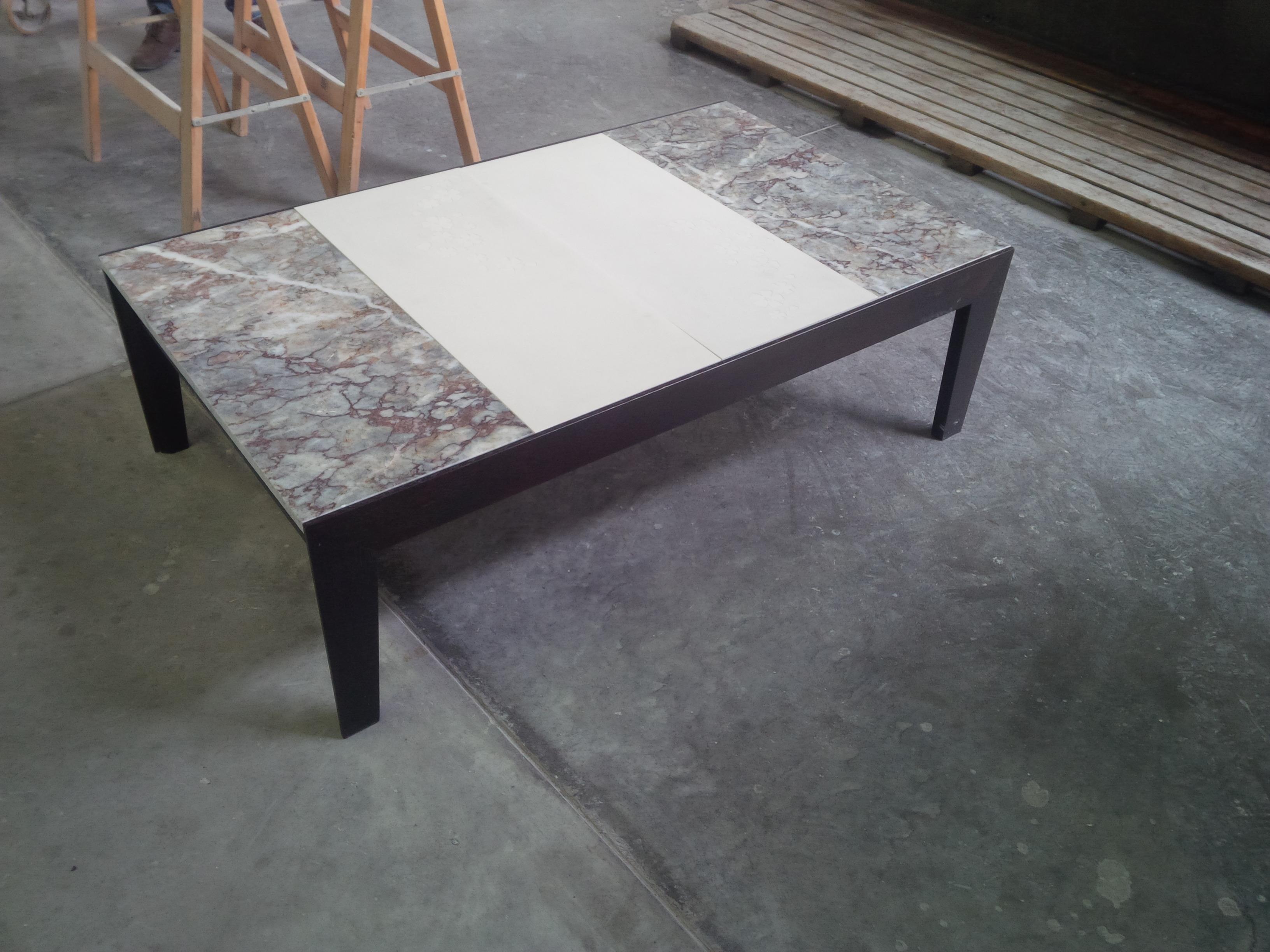tavolo con marmo e cemento