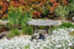 Piani in cemento bianco con decoro wengè