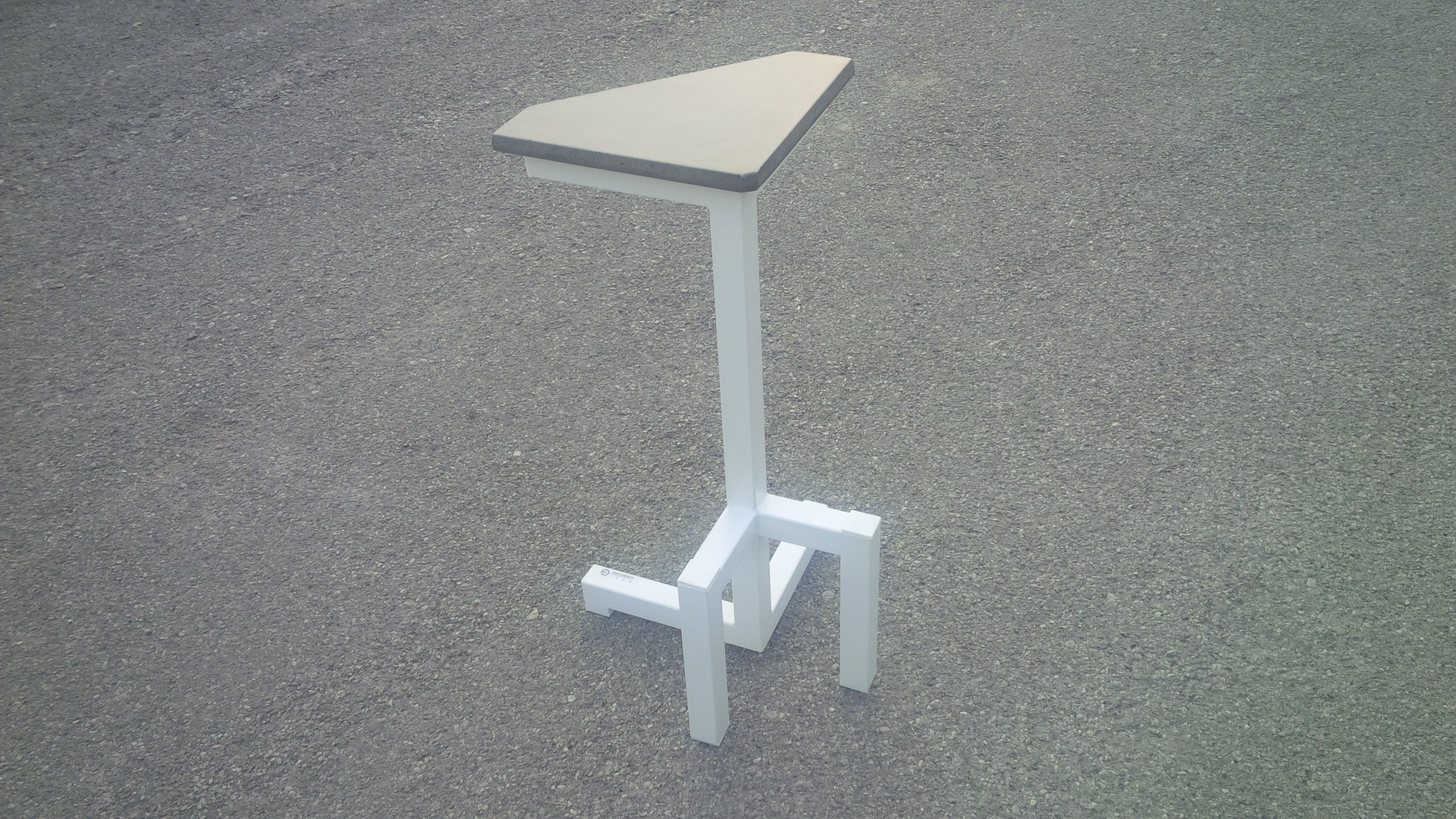 sgabello alto > high stool