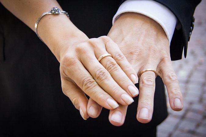 Hochzeit_Eheringe_Ehepaar