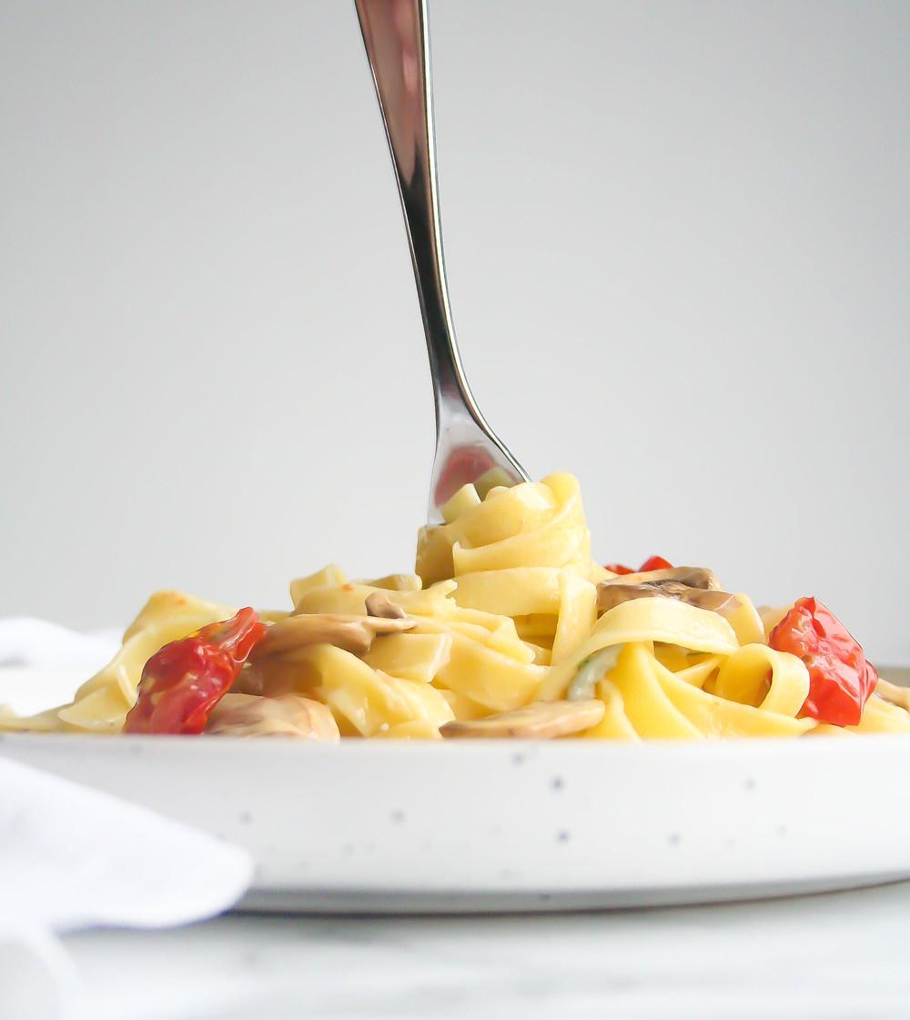 Romige pasta met gorgonzola, kastanjechampignons en cherrytomaatjes
