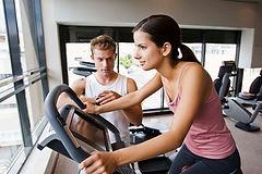 在健身中心鍛煉