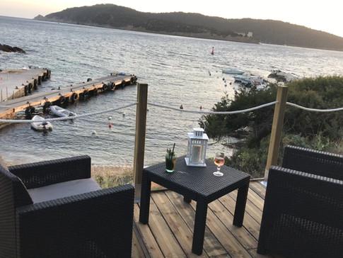 la vue de la terrasse a cocktail