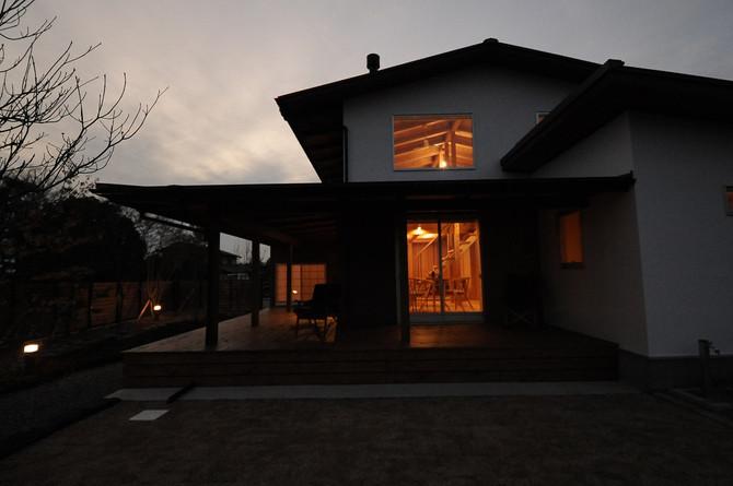 田園風景の中に佇む家