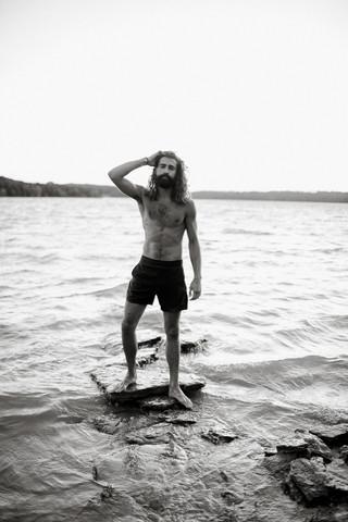 Adventurous_Lake_Couple_Photoshoot-143.j