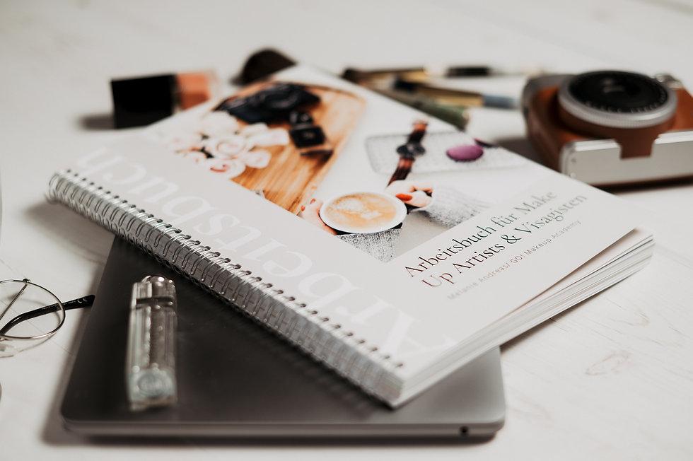 Arbeitsbuch für Make Up Artist.jpg
