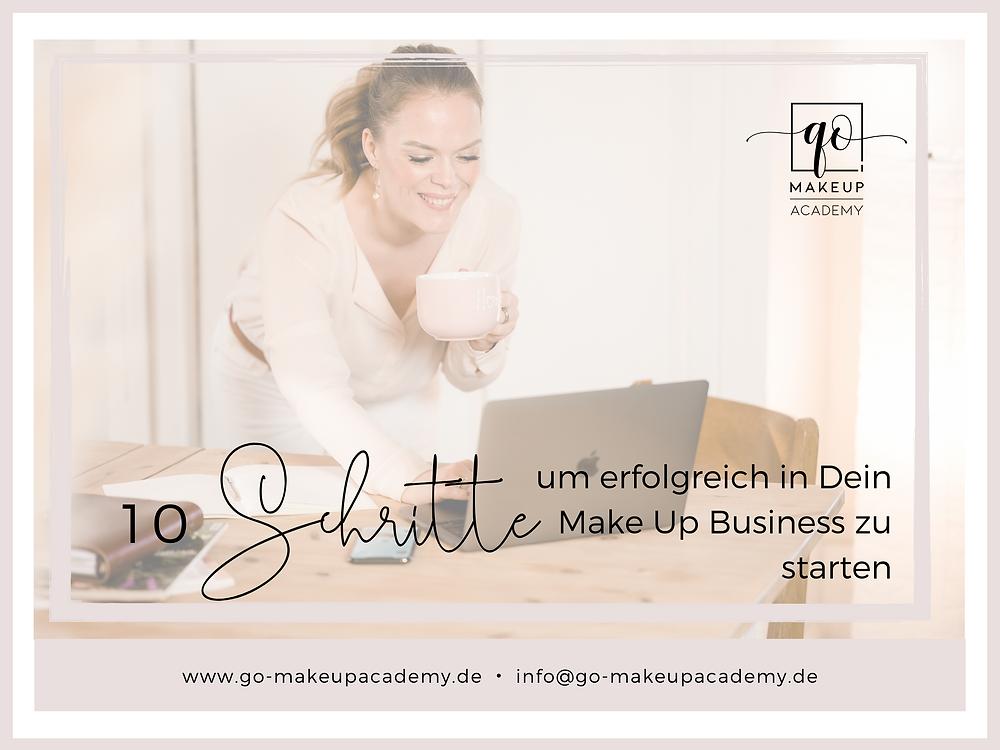 Melanie schaut auf Ihren Laptop und darüber ist die Überschrift: 10 Schritte