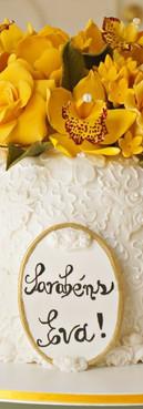 Bolo provençal de aniversário com flores amarelas de Simone Amaral