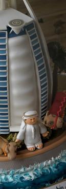 Bolo Burj Al Arab cake Burj cake de Simone Amaral lateral