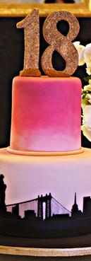 Bolo New York NY Skyline Ombré cake de Simone Amaral