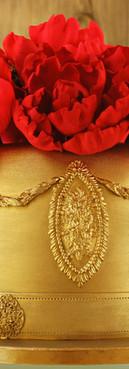 Bolo de aniversário Birthday cake dourado e vermelho peônias de Simone Amaral