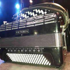 Le bel accordéon qui ne demande qu'à jouer. Avec l'aimable autorisation de Créstiano Toucas, son musicien.