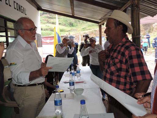 20 FAMILIAS YA TIENEN LOS TÍTULOS DE SUS PREDIOS PARA REGRESAR A EL CONGAL, EN SAMANÁ.