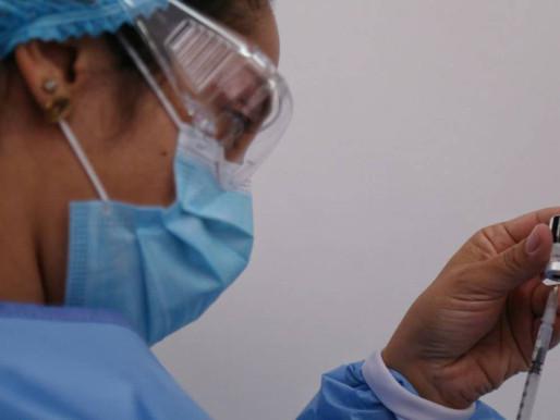 Arranca agendamiento para vacunación en mayores de 65 años