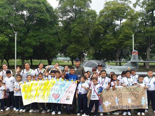 """Niños del """"Liceo Infantil Personitas"""" visitaron la Base Aérea de Palanquero"""