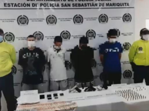 CAPTURADOS 4 SUJETOS EN MARIQUITA CON 3 ARMAS DE FUEGO Y PANFLETOS ALUSIVOS A LAS AUTODEFENSAS GAITA