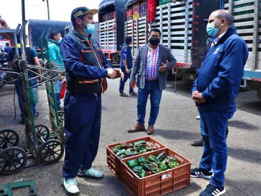 En visita a Corabastos, la Defensoría pidió no jugar con la comida