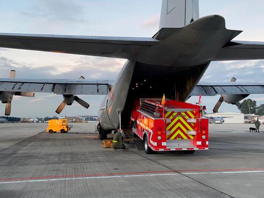 Máquina de bomberos llega a San Andrés en Hércules de su Fuerza Aérea.