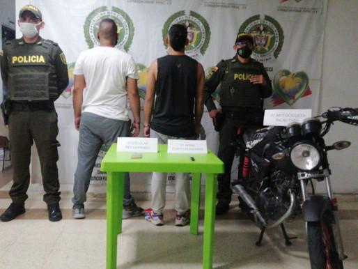 POLICÍA CAPTURA A DOS SUJETOS QUE LE ROBARON UN CELULAR A UN MENOR DE EDAD EN PUERTO SALGAR