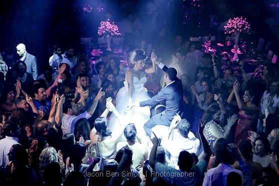 צילום האווירה בחתונה מזווית גבוה משקפת את גודל החתונה