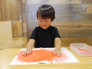 絵の具遊び🎨 オレンジ組1歳児