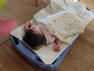 お昼寝は午睡用ベッド