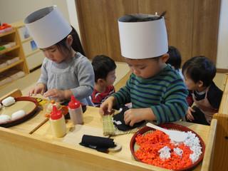 お寿司屋さんごっこ🍣✨ オレンジ組2歳児