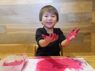 絵の具遊び🎨 オレンジ組2歳児