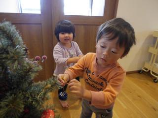 飾りつけ🎄 オレンジ組2歳児