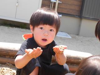 泥んこ遊びって楽しいな〜😆✨ オレンジ組2歳児
