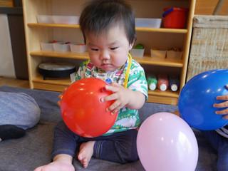感触遊び😊 オリーブ組0歳児