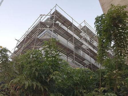 הבנין בעבודה