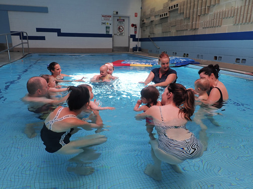 Parents with their young babies in their group swimming lessons with Aquanat