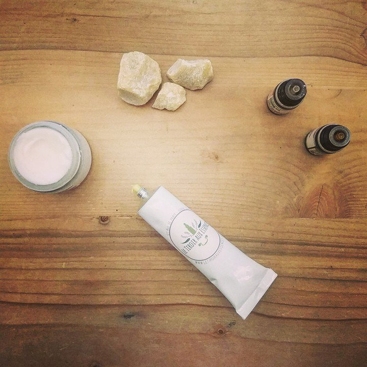 MAINS & PIEDS - Baume réparateur protecteur enrichi au Karité & aux huiles essentielles de Patchouli & Géranium bourbon LE TIROIR AUX ESSENCES
