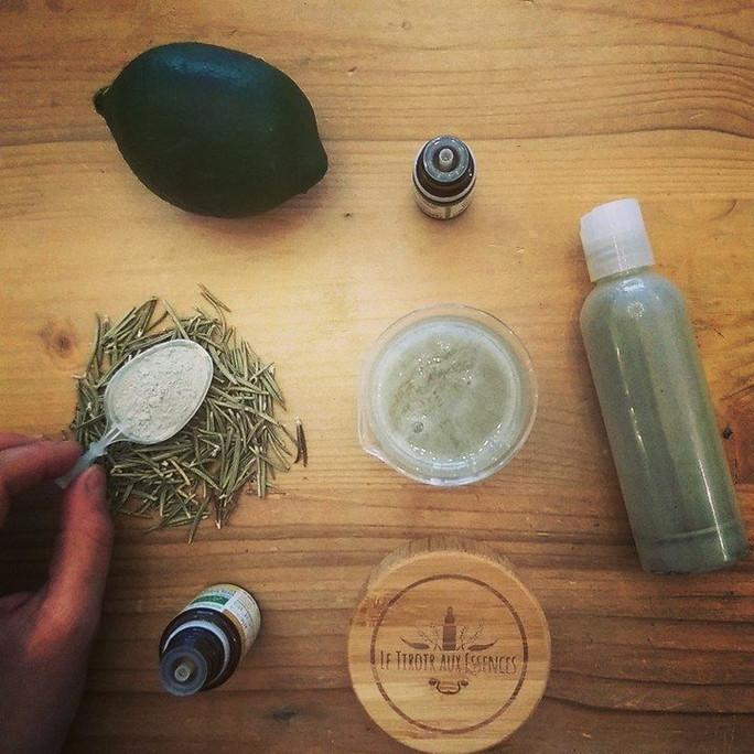 Cheveux à tendance grasse - SHAMPOING EXPRESS AROMATIQUE A L'ARGILE VERTE - avec 4 ingrédients