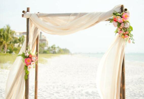 amour-arche-fleurie-mariage-belle-décoration-fleur-mariage-bouquet-mariée-septembre-mer-plage-mariage.jpg