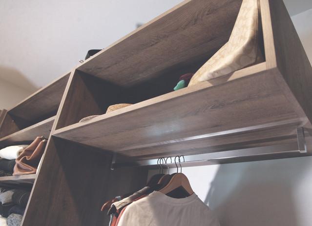 AD-kootlake_house_closet_hanger2.jpg