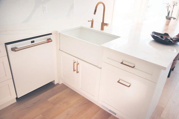 AD-kootlake_house_kitchen_sink.jpg