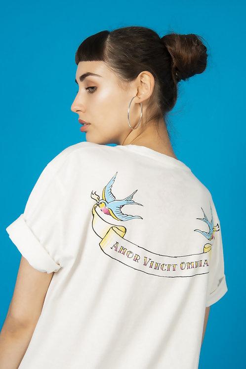 """T-shirt """"Amor Vincit Omnia"""""""