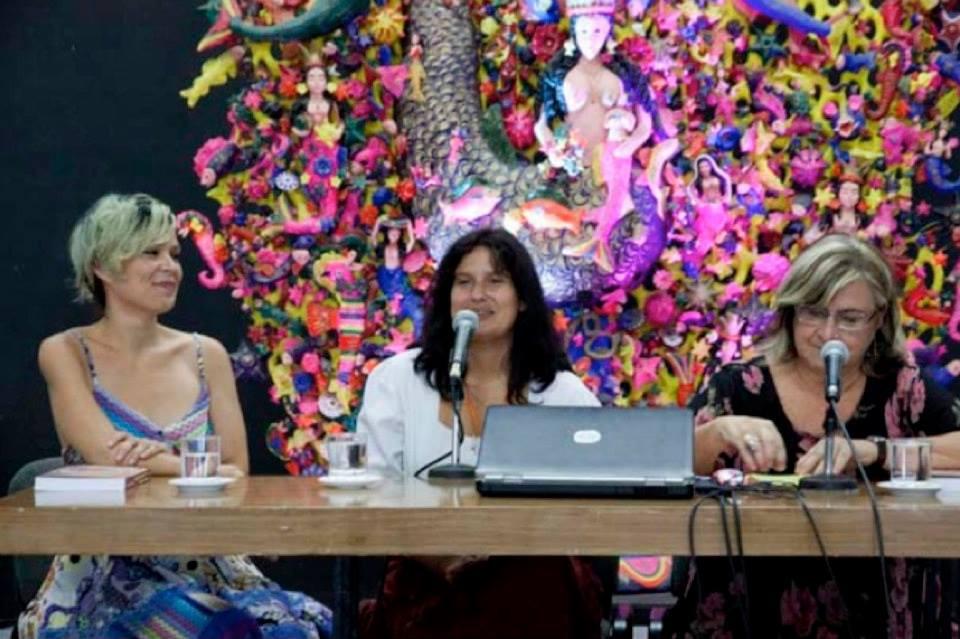 Presentación del libro en la Sala Che Guevara de Casa de las Américas, La Habana, junto a Yemayá, la editora Nisleidys Flores (centro), y la miembro del jurado que otorgó el Premio en 2012, la Dra. Marita Fornaro (der.)