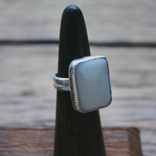 white agate ring 4.5