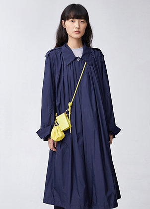 Loose-fitting belted trench coat